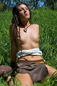 Hippy Chick Zaria spreads out for some sunshine on her beautiful body. Lying in the green grass, so innocent, so desirable... she looks like a angel with dreadlocks.