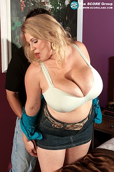 Sexy Teal Conrad milks every inch of her man's cock with her throat.